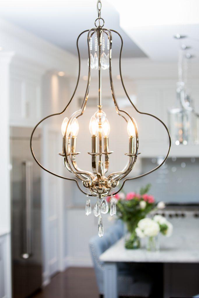 cuisine luxueuse avec luminaire elegant